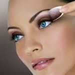 Trucchi adesivi: per le beauty-addicted attente alle ultime mode!