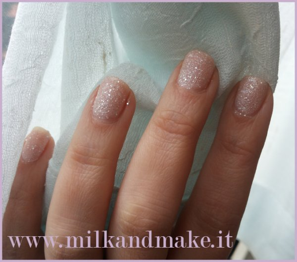 "Essence  ""Sparkle Sand Effect - Hey Nude"
