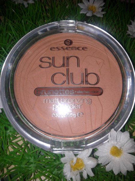 Essence Sun Club Matt Bronzing Powder - Brunettes Darker Skin