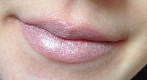 Essence Trend Edition I Love Nude - Longlasting Lipstick Nude - 01 Wearing Only A Smile