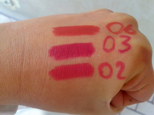 Swatches Longlasting Lipliner Essence