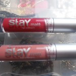 Essence Stay Matt Lip Cream – 01 Velvet Rose e 02 Smooth Berry