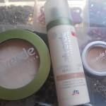 Base viso con Alverde: crema colorata,correttore e cipria compatta