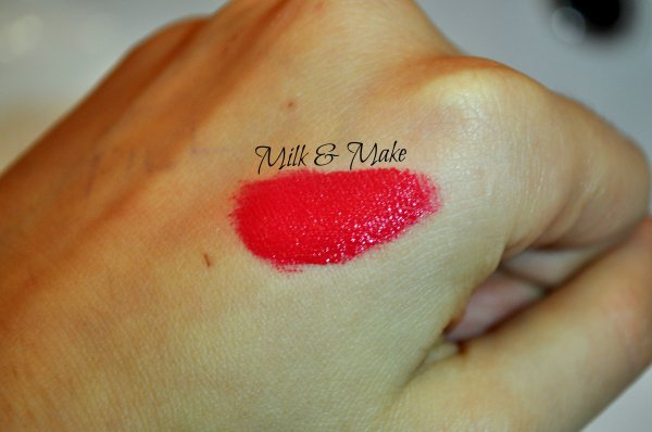 "Swatch Essence Stay Matt Lip Cream ""Smooth Berry"""