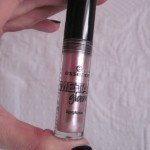 [Recensione] Essence Metal Glam Lipgloss 01 Petal to the Metal