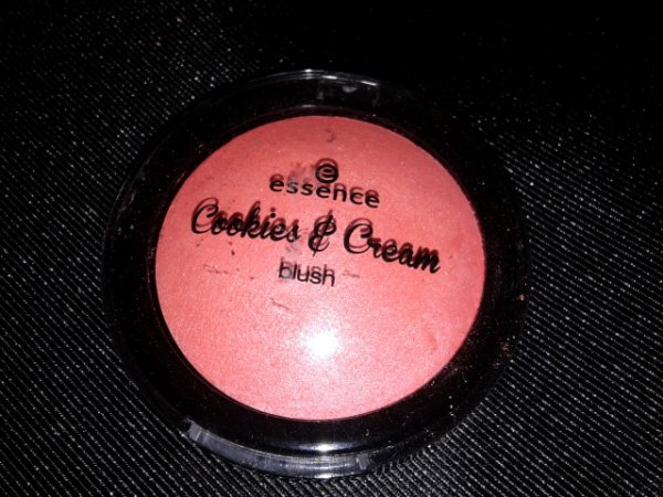 LE Essence Cookies & Cream Blush - 01 Cakepop, That's Top!